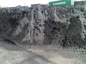 bulk chrome ore before packing in container 300x225 - Cargo types and packing method in containers