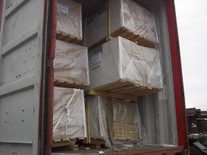 molding in container 300x225 - Cargo types and packing method in containers